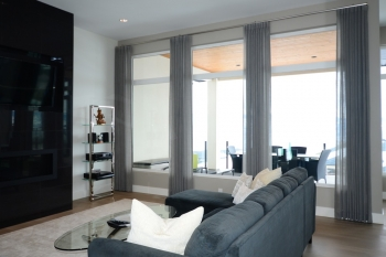 Graber blinds with linen side panels
