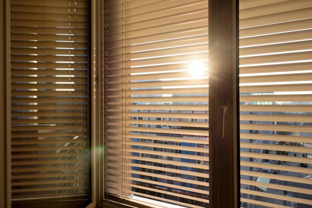 Window blinds blocking out sunlight
