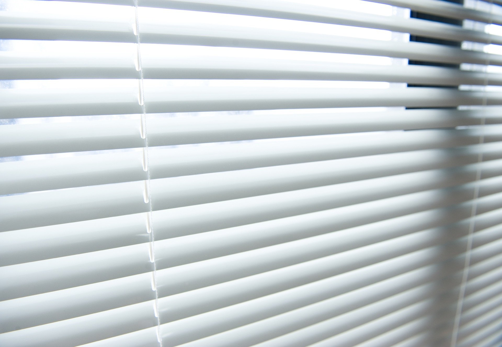 Mini blinds window treatment